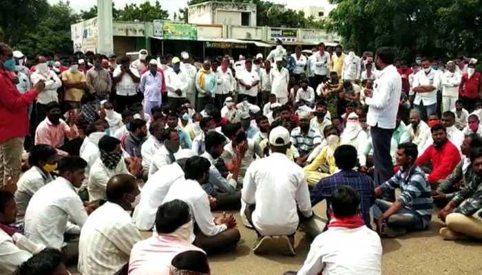 महाराष्ट्र: प्याज के निर्यात पर पाबंदी से नाराज किसानों ने इस तरह जताया विरोध
