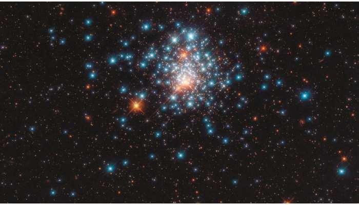 अंतरिक्ष में चमकते हैं रंग-बिरंगे सितारे, देखिए नक्षत्र की खूबसूरत तस्वीर