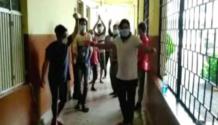 तनाव मुक्त रहने के लिए कोविड़ सेंटर में मरीज कर रहे आदिवासी गीतों पर डांस