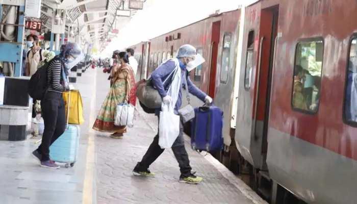 मुंबई वालों के लिए राहत की खबर, इस दिन से चलेंगी 500 लोकल ट्रेनें; रेलवे ने किया ऐलान