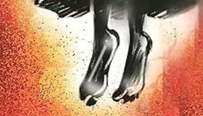 अलीगढ़: बाहर जा रहे थे मम्मी-पापा, 9 साल की बेटी को नहीं ले गए साथ तो गुस्से में दे दी जान