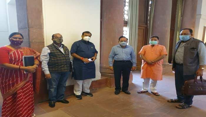 CG: कोरोना को लेकर BJP सांसदों ने की डॉ. हर्षवर्धन से मुलाकात, केंद्रीय हस्तक्षेप की मांग की