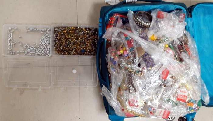 तस्करों की सारी चालाकी हुई फेल, 6 घंटों की मेहनत के बाद पुलिस ने ढूंढ निकाला सोना