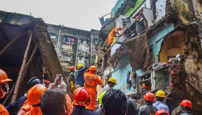 भिवंडी: इमारत हादसे में अब तक 15 बच्चों समेत 33 लोगों की हुई मौत, 2 अफसर मुअत्तल