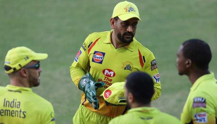 IPL 2020 CSK vs RR: हार से नाराज धोनी ने अपने स्पिनरों को सुनाई खरी-खरी