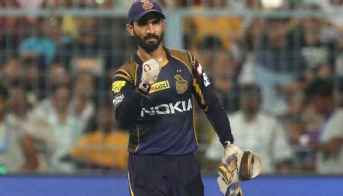 kkr skipper dinesh karthik eyes on ms dhoni most wicket keeping dismissals  record in ipl | KKR vs MI: धोनी के इस बड़े रिकॉर्ड पर दिनेश कार्तिक की  नजरें | Hindi News, आईपीएल