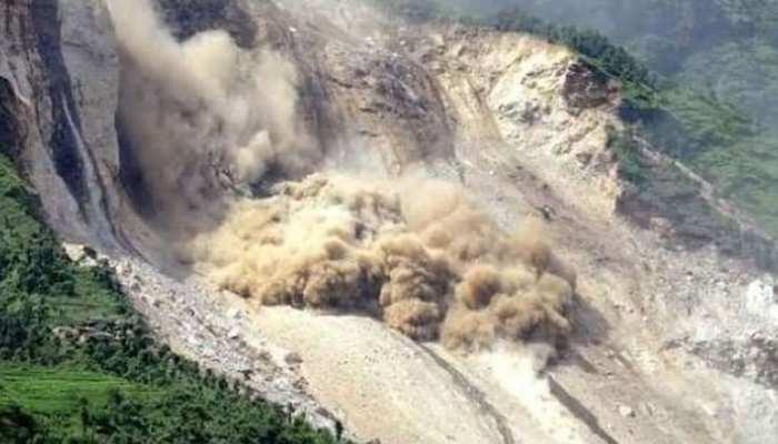 नेपाल में भूस्खलन की चपेट में आने से 12 व्यक्तियों की मौत, 9 अब भी लापता