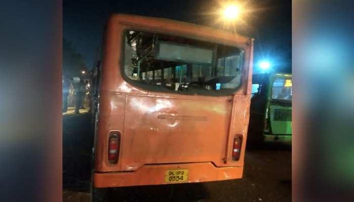 तेज रफ्तार बस ने 5 लोगों को कुचला, 2 बच्चों समेत 3 की मौत