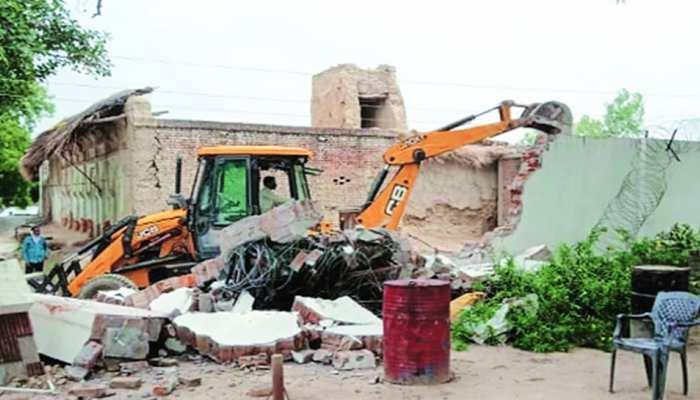 FIR में दावा: पुलिस ने नहीं ढहाया गैंगस्टर विकास का घर, खोखली दीवारें नहीं सह पाईं छत का वजन