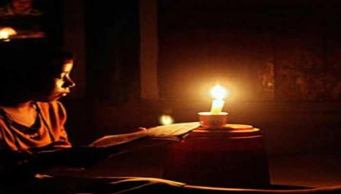 फतेहपुर: एक ऐसा गांव जहां बिजली कनेक्शन पहुंचा, लेकिन अंधेरा आज भी कायम है, जानिए कारण