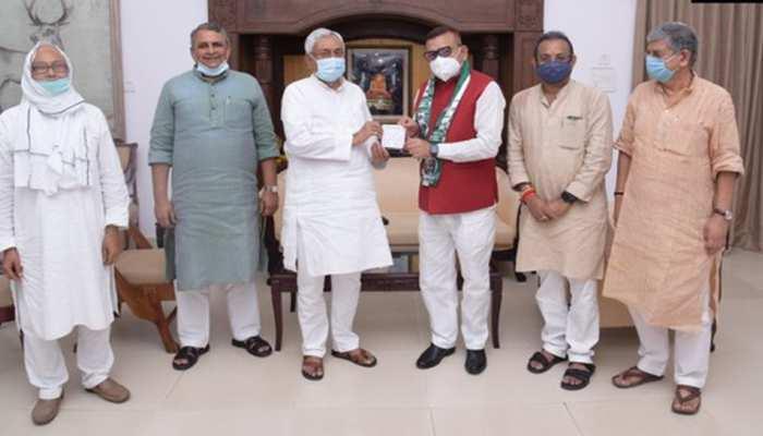 जदयू में शामिल हुए बिहार के पूर्व DGP गुप्तेश्वर पांडेय, नीतीश कुमार को लेकर कही ये बात