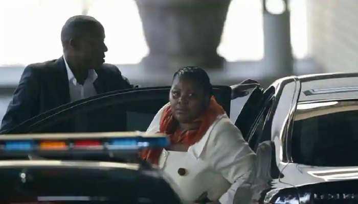 S.Africa: पार्टी के अधिकारियों को एयरफोर्स जेट से यात्रा कराने पर मंत्री को मिली ऐसी सजा