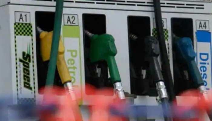 लगातार चौथे दिन डीजल की कीमतों में कटौती, चेक करें अपने शहर में Petrol के रेट्स