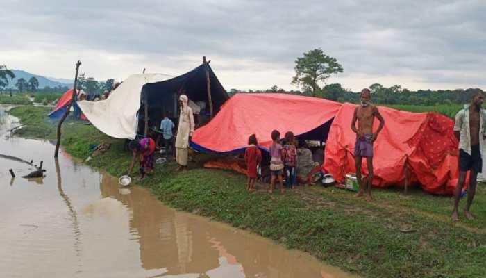 बिहार: SSB के जवान कर रहे बाढ़ पीड़ितों को रेस्क्यू, तारीफ करते नहीं थक रहे लोग