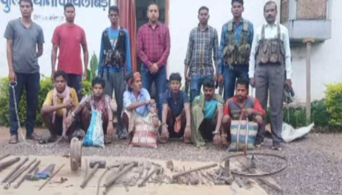नक्सलियों के लिए हथियार बनाने वाले गिरोह का भंडाफोड़, 6 गिरफ्तार