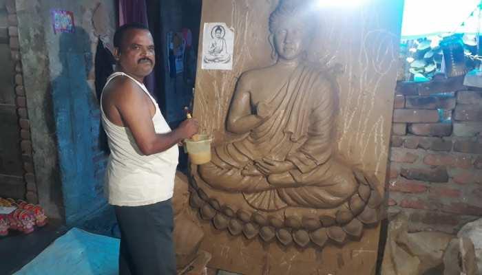 झारखंड: आत्मनिर्भर बना मूर्तिकार, हाथों की कला के जरिए देश में कर रहा नाम रोशन