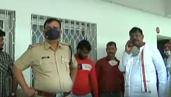 इंदौर में हो रही थी हजारों फर्जी वोटर को जोड़ने की तैयारी, कांग्रेस प्रत्याशी ने रंगे हाथों पकड़ा