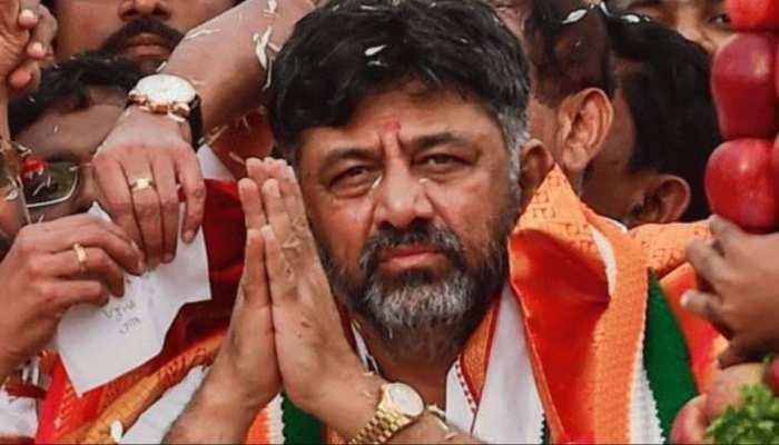 कर्नाटक कांग्रेस अध्यक्ष डीके शिवकुमार के ठिकानों पर सीबीआई की छापेमारी, 50 लाख की नकदी बरामद