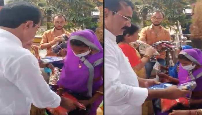 बिसाहूलाल के बाद अब मंत्री ब्रजेंद्र सिंह यादव का साड़ी बांटते वीडियो वायरल