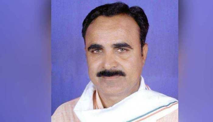 पार्टी बदल गई आरोप वहीः पहले बीजेपी लगाती थी, अब कांग्रेस कह रही है ब्रजेंद्र सिंह यादव बांट रहे हैं पैसे-साड़ी