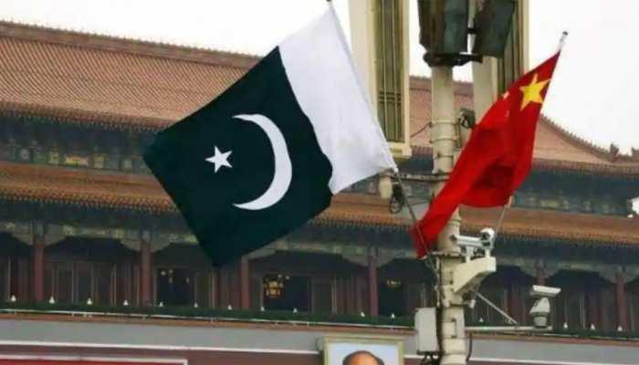 'आर्थिक बोटी' के लालच में चीन के हर गलत काम पर खामोश है पाकिस्तान
