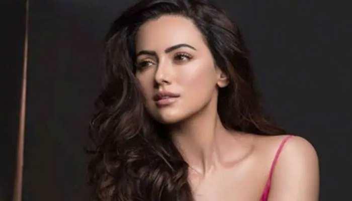 Sana Khan ने फिल्म इंडस्ट्री को कहा अलविदा, इमोशनल पोस्ट लिखकर बताई वजह