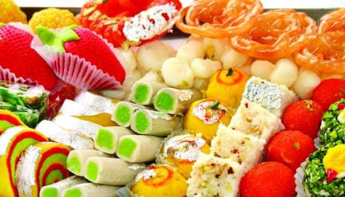 मिठाईयों का है शौक तो फेस्टिव सीजन में खूब खाएं मिठाई, इन बातों का रखेंगे ख्याल तो नहीं बढ़ेगा वजन