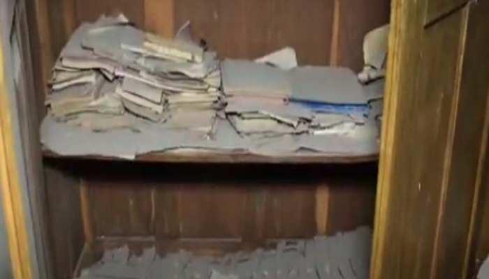 नगर निगम के रखरखाव के अभाव में पुस्तकालय हुआ खंडहर, किताबों को चट कर रही दीमक