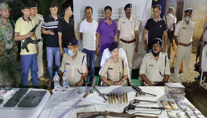 मुंगेर: नकली अंग्रेजी शराब बनाने की फैक्ट्री का पर्दाफाश, हथियार संग 15 गिरफ्तार