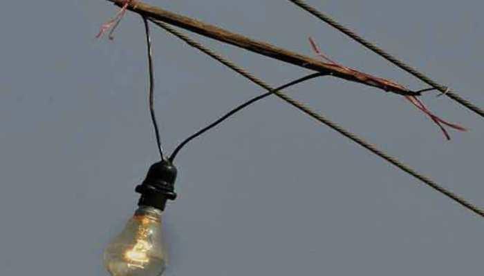 दौसा में धड़ल्ले से हो रही बिजली चोरी, ईमारदारों को लग रहा बिल का 'करंट'