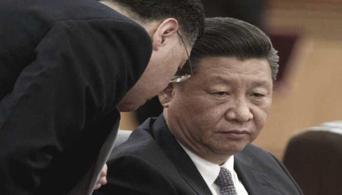 Xi Jinping को हो गया कोरोना? मंच पर हुआ कुछ ऐसा, दहशत में आ गए आस-पास के लोग