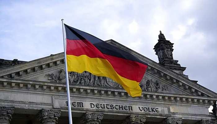 महिला से हाथ न मिलाने पर जर्मनी ने मुस्लिम डॉक्टर को दी यह सजा