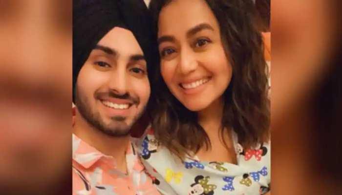 जब रोहनप्रीत के परिवार से कुछ यूं मिलीं Neha Kakkar, Video हुआ Viral