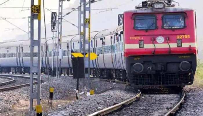 पीयूष गोयल ने दी महिलाओं को सौगात, मुंबई लोकल ट्रेन में सफर करने पर दी ये बड़ी छूट