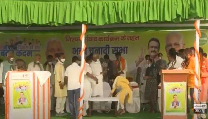 बिहार चुनाव: लालू की बहू ऐश्वर्या भी रहीं नीतीश की सभा में मौजूद, राजनीति में आने का दिया संकेत