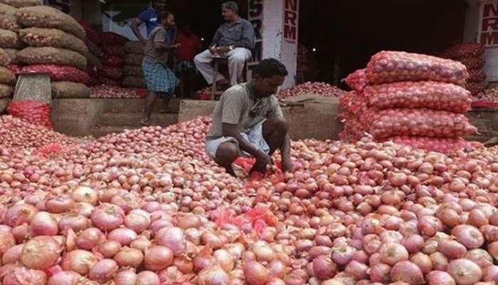 Onion के तेवर ठंडे करने की कोशिश, सरकार ने तय की stock Limit
