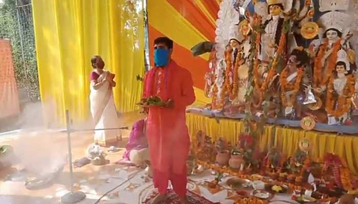 PHOTOS: Special arrangements made in this Durga pandal due to rescue from Corona