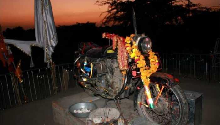 बुलेट मंदिर: जहां होती है रहस्यमयी मोटर साइकिल की पूजा!