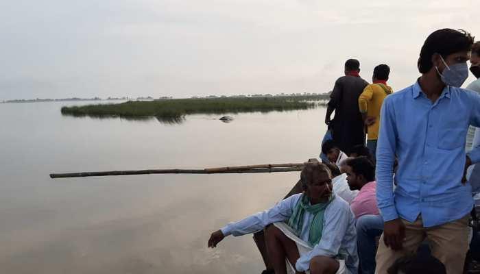 बिहार: छपरा में गंगा नदी के किनारे दो दिनों से हो रहा कटाव, ग्रामीणों में हड़कंप
