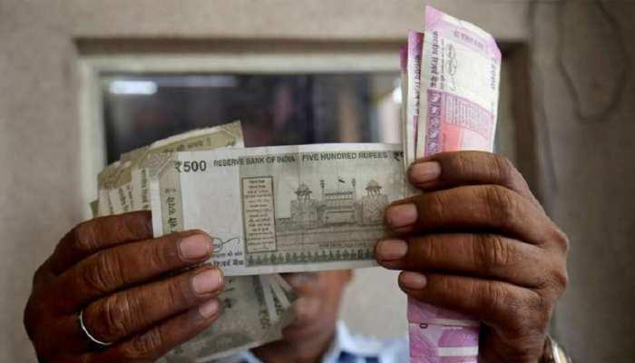 चार सप्ताह के निचले स्तर पर पहुंचा रुपया, 23 पैसे की आई गिरावट