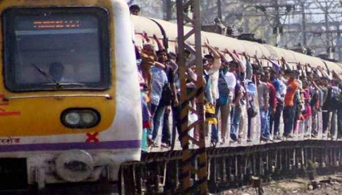 मुंबई लोकल में सभी को मिले यात्रा की इजाजत, CM ठाकरे ने रेलवे को भेजा प्रस्ताव