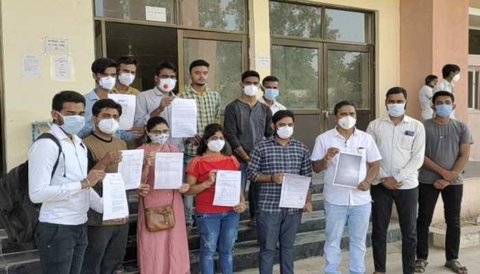 डूंगरपुर: लैब टेक्नीशियन-कंप्यूटर ऑपरेटर्स ने किया प्रदर्शन, प्रशासन ने की यह मांग...