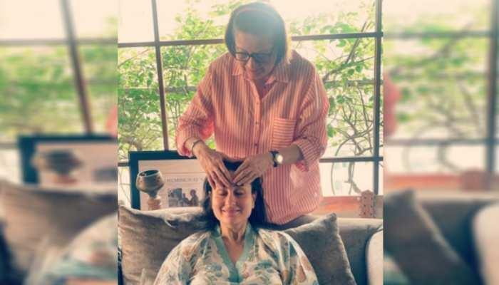 PHOTO VIRAL: प्रेंग्नेसी डेज इनजॉय कर रहीं बेबो, मां से मिल रहा स्पेशल प्यार