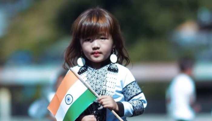 VIDEO: 4 साल की बच्ची ने ए आर रहमान स्टाइल में 'वंदे मातरम' गाकर जीता लोगों का दिल