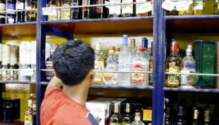 शराब की थोक दुकानों में कर्मचारी आरोग्य सेतु ऐप का इस्तेमाल करें: दिल्ली सरकार