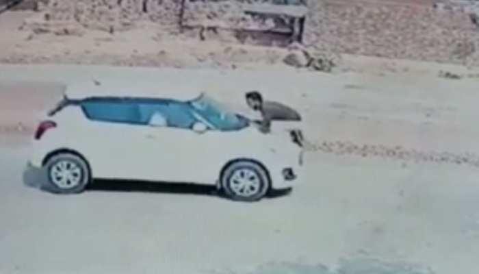 गलती पर टोकना पुलिसकर्मी को पड़ा भारी, कार सवार ने सिपाही को बोनट पर घसीटा