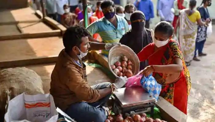 जिन राज्यों में होती है पैदावार, वहीं प्याज सबसे महंगा, कीमत अभी भी 100 रुपये किलो