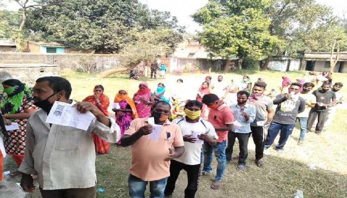 झारखंड: बेरमो में 60.20%, दुमका में 65.27% हुआ मतदान, EVM में कैद प्रत्याशियों की किस्मत