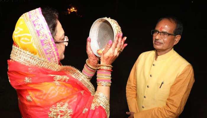 Sadhna Singh wife of cm shivraj singh chouhan broke karwa chauth vrat see unseen photos dvmp
