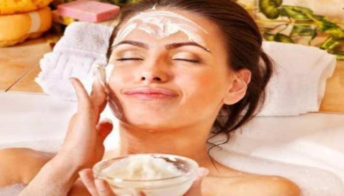Skin Care Tips: त्वचा रूखी है तो सर्दी के मौसम में भूलकर भी न करें ये गलतियां